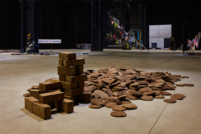 Sheela Gowda Untitled (Cow Dung), 1992-2012 Installation view at Pirelli HangarBicocca, Milan, 2019 Courtesy of the artist and Pirelli HangarBicocca Photo: Agostino Osio