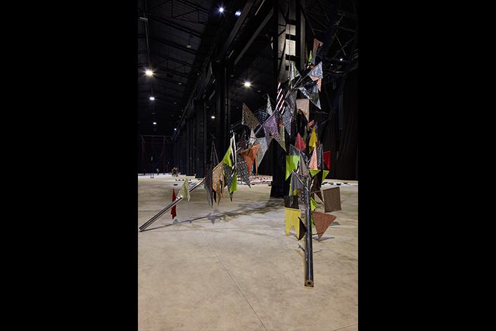 Sheela Gowda If You Saw Desire, 2015 Veduta dell'installazione, Pirelli HangarBicocca, Milano, 2019 Courtesy dell'artista e Pirelli HangarBicocca Foto: Agostino Osio