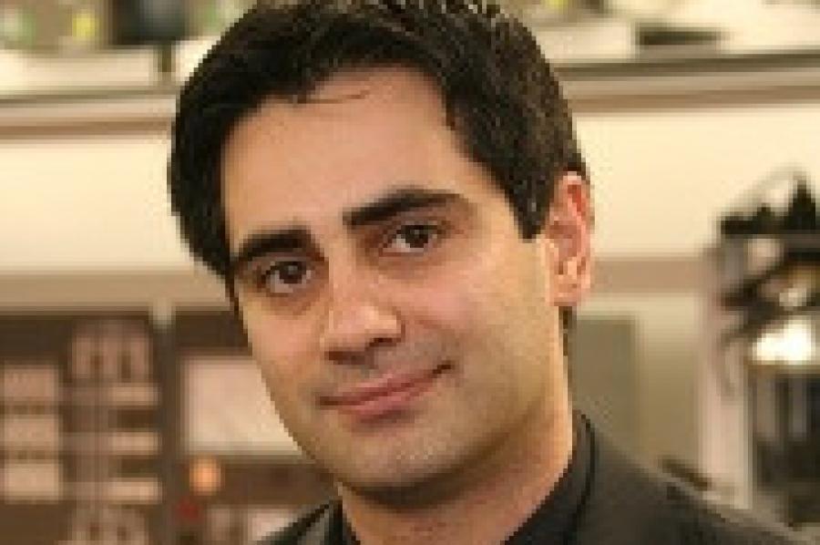 Khaligh Wins Clark School`s Junior Faculty Teaching Award