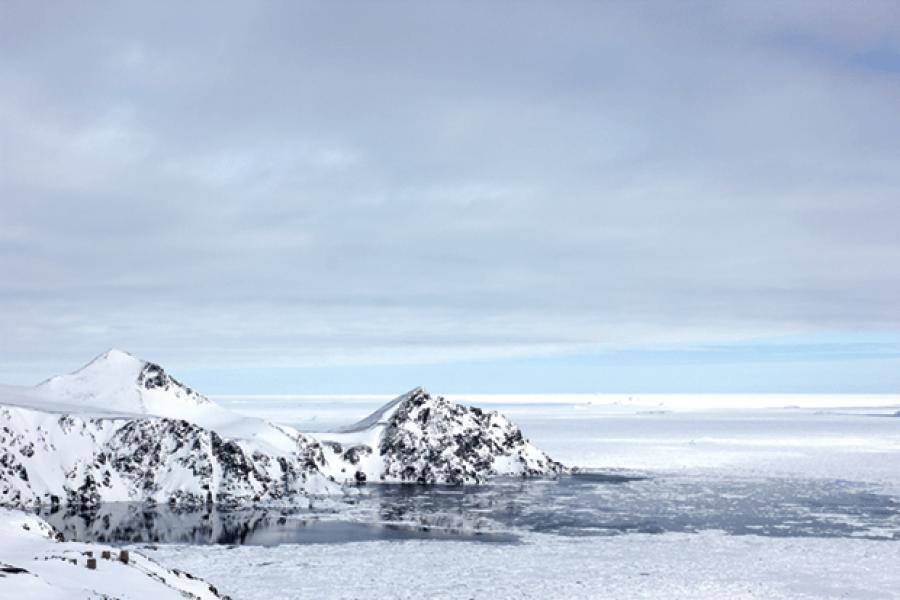 UMD Researchers Hunt for Hidden Water in Greenland`s Vast Ice Expanse