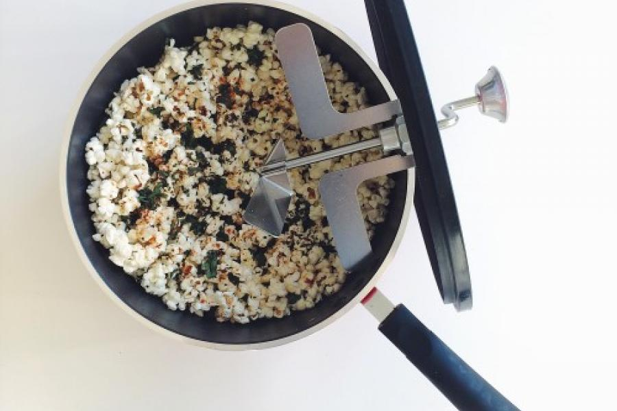 Honey Bacon-Butter Popcorn with Crushed Kale Chips | [hand-meyd]