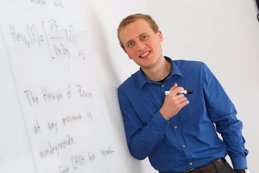 Newest QuICS Fellow Brings a Mathematician`s Eye to Quantum Puzzles