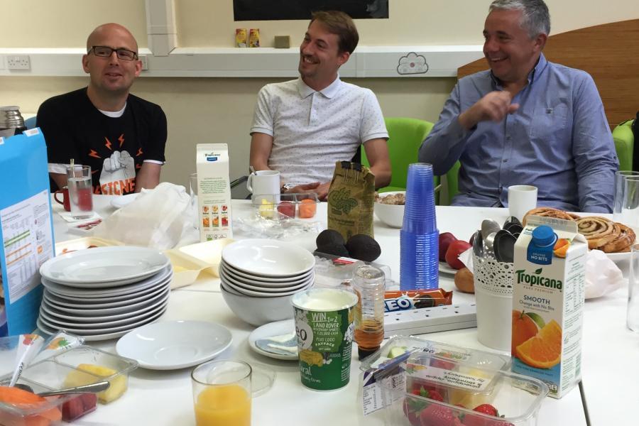 Sharing breakfast @Work Hubs coworking Euston