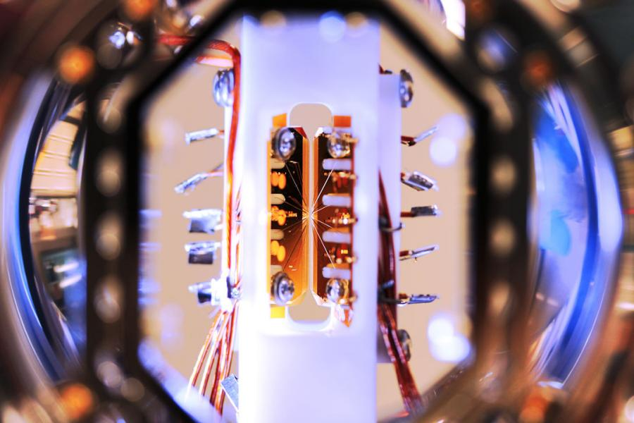 Science: Split Decision in First-ever Quantum Computer Faceoff