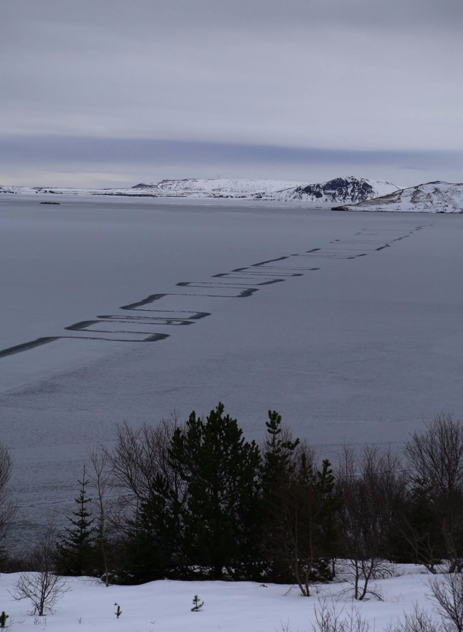 A Rare Natural Phenomenon Has Left Eerie Zig-Zag Patterns on a lake in Iceland