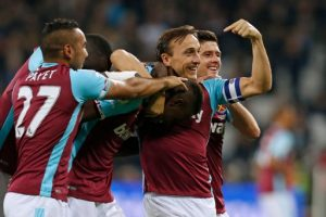 West Ham United's Swiss midfielder Edimilson Fernandes (C) celebrates with teammates after scoring their second goal during the EFL (English Football League) Cup fourth round match between West Ham United and Chelsea at The London Stadium in east London on October 26, 2016. / AFP PHOTO / Ian KINGTON /