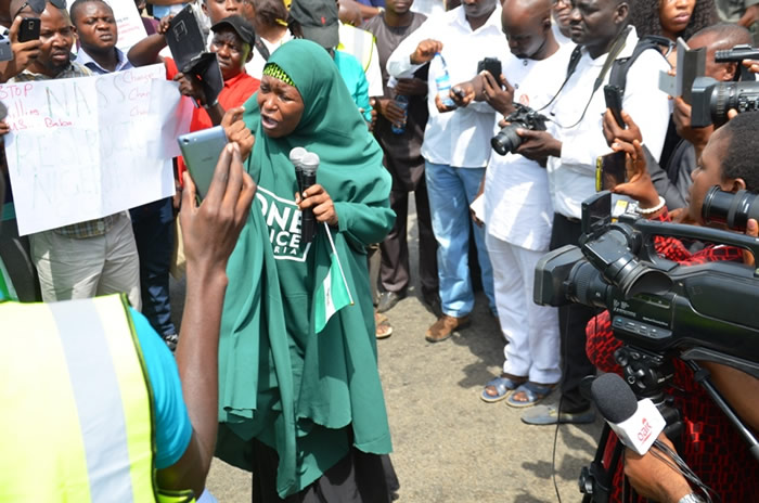 PHOTOS: Anti/Pro government protesters in Abuja
