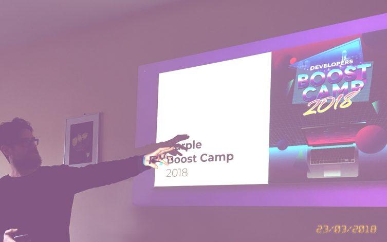 Maz apre le danze introducendo finalità e obiettivi del Boostcamp 2018