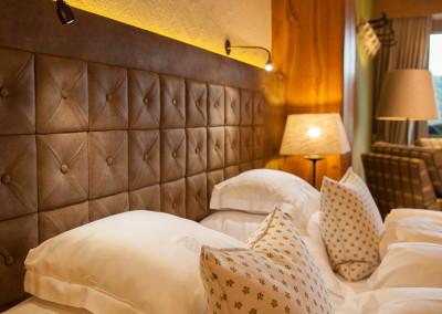 Schlaf und Wohnzimmer mit Hirschleder