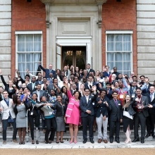 Today is the FINAL day for applications for the last ever #QueensYoungLeaders Awards. So make sure you get yours in!  Applications are open to those aged 18-29, from a Commonwealth country, who are changing their community. Apply online (link in bio) #TheSearchIsOn #leadership #youth