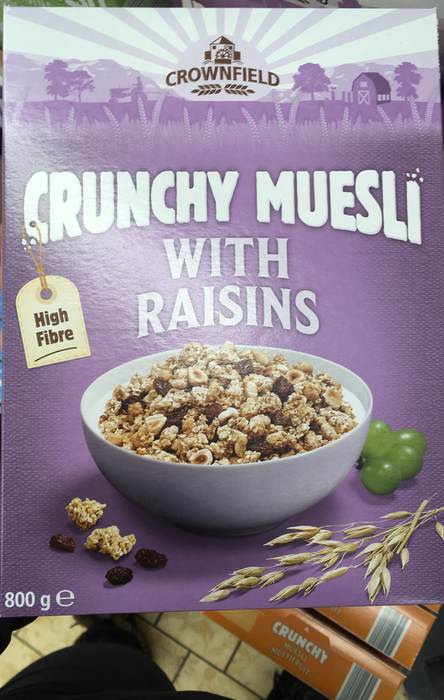 Crunchy muesli with raisins