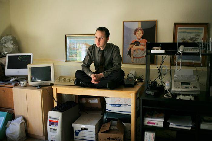 """Karma Bitch ! Certains estiment que justice a été faite tandis que d'autres considèrent que le personnage était très troublé.Adrian Lamo, qui se fait appeler comme le """"pirate SDF"""", est mort à 37 ans et on le connait surtout pour avoir balancé Chelsea Manning, la lanceur d'alerte, au FBI."""