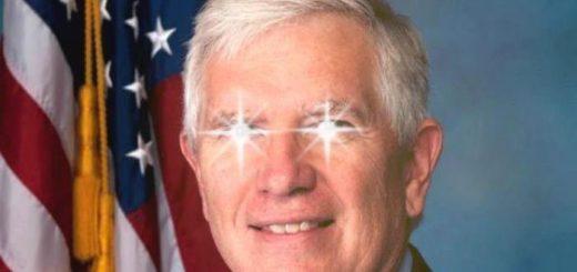 Mo Brooks est un sénateur républicain de l'Etat de l'Alabama qui vient de pulvériser le record de la stupidité concernant le réchauffement climatique. Mais au final, ce type de personne fait de la science... en retard de 2 000 ans qu'on appelle la vision aristotélicienne. Il a estimé que les niveaux de la mer augmentent parce qu'il y a de la terre qui tombe dans l'océan et non à cause du changement climatique anthropique.