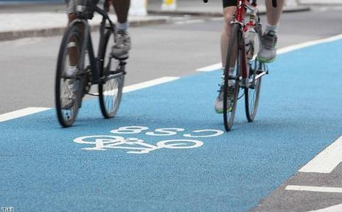 Cycling group promotes 'Dutch reach' to protect riders
