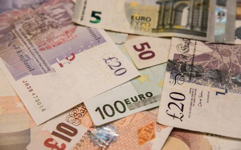 Holidaymakers set for travel money bonus as election boosts pound