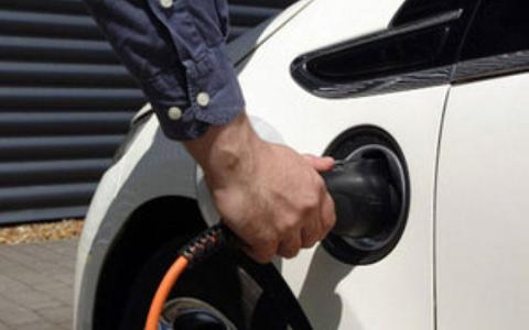 Tories promise more electric cars and vans