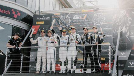 Den fynske racerkører Nicolaj Møller Madsen kunne søndag sammen med sit tyske team, Phoenix Racing, kravle op på en førsteplads i den europæiske GT4-serie.