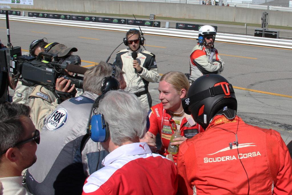 Christina Nielsen blev omsværmet af medier, da hun steg ud af bilen efter at have skrevet historie