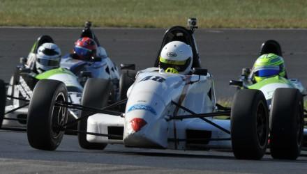 FF-2013-22 - Mathias Smith har vist stærke takter i sine få Formel Ford-starter. Foto: Henning Smed