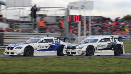 Ole Petersen (97) og Michel Nykjær (17) kæmpede om andenpladsen i tredje løb, hvor de sluttede i omvendt rækkefølge. Michel Nykjær havde forinden sikret sig titlen i OK Mobil 1 Danish Supertourisme Turbo