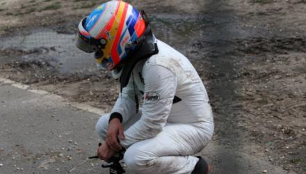 Fernando Alonso har fået startforbud ved Bahrains Formel 1-grandprix oven på sit crash i Australien
