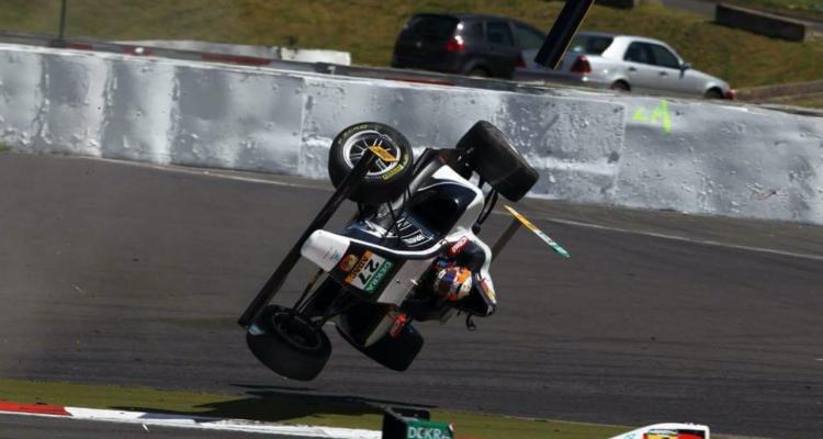 Nicklas Nielsen slap heldigt fra ulykken og har kun slået et ben. Hans F4-racer var imidlertid så skadet, at den heller ikke kunne deltage i weekendens to øvrige løb.