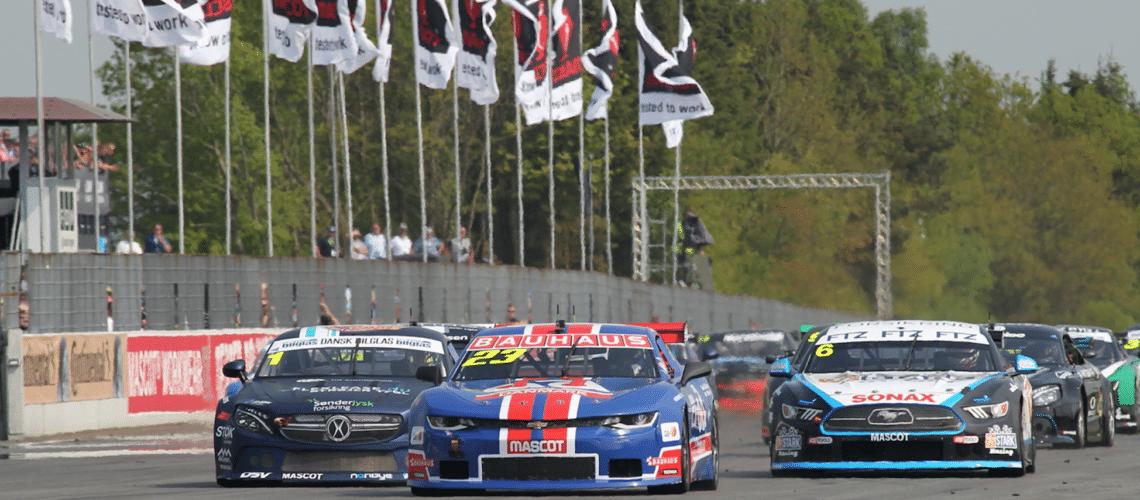 Jan Magnussen tog sejren efter problemfyldt lørdag Veteranen holdt de to seneste sæsoners mestre bag sig på FDM Jyllandsringen