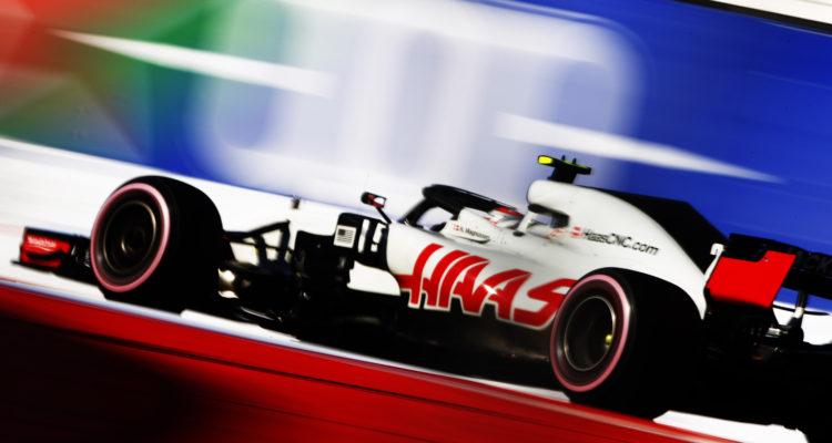 Der var mere drama i silly season uden for banen end på selve F1-banen i Sotji i weekendens russiske GP. Lewis Hamilton tog en kontroversiel sejr foran teamkammerat Valtteri Bottas. Vettel var treer og måtte se VM-rivalen udbygge yderligere.