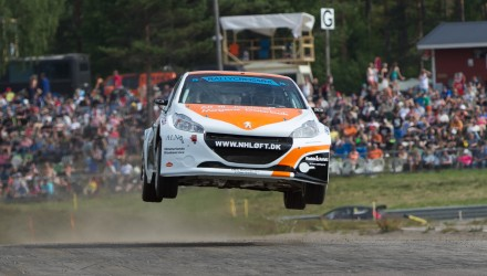 Smører man ikke – kører man heller ikke. Det måtte Ulrik Linnemann sande, da han allerede på fjerde omgang af weekendens første træning mistede så meget olitryk på motoren, af den ellers så hurtige Peugeot 208, at det voldte stor skade på de vitale dele.