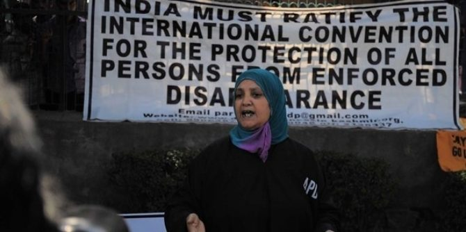 Menneskerettighetsforsvarer og prismottaker Parveena Ahangar møter motstand i Kashmir