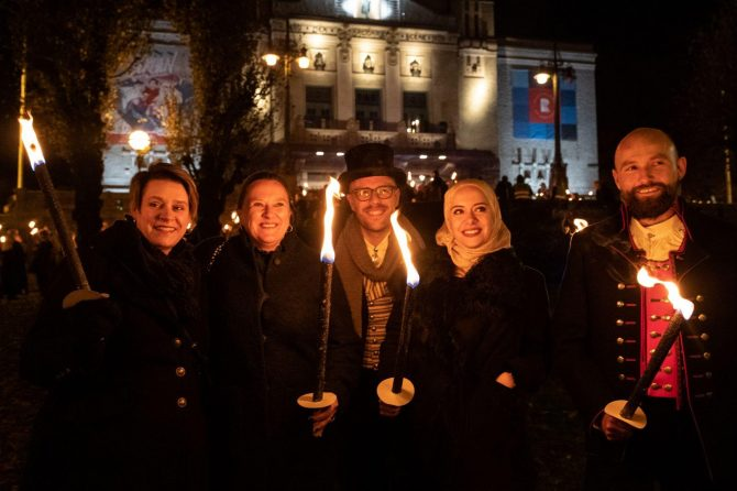 The Award Ceremony was followed by a torchlight procession. From left: Bergen City Mayor Marte Mjøs Persen, Head of the Rafto Prize Commitee Lise Rakner, head of the Rafto board, Martin Paulsen, Rafto Laureate Rouba Mhaissen and Jostein Hole Kobbeltvedt, Executive Director at the Rafto Foundation
