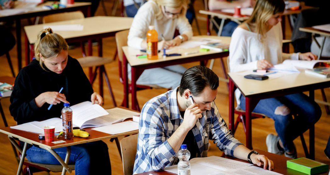 Examens middelbare scholen begonnen