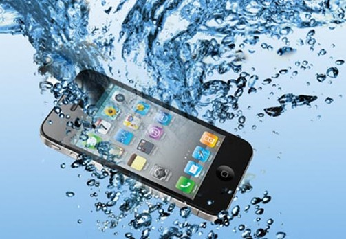 Consejos cuando un movil se te cae al agua: moviles resistentes al agua