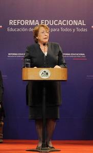 Wall Street Journal critica reforma presupuestaria y educacional de Bachelet