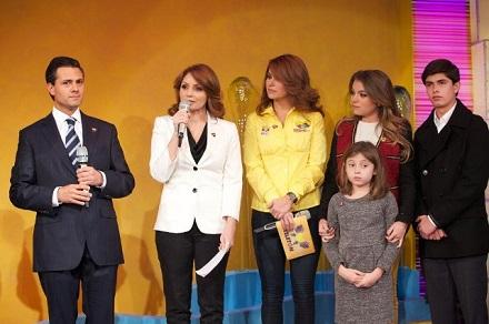 Peña Nieto y su esposa en el Teletón
