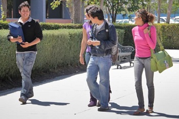 Jóvenes universitarios afores México