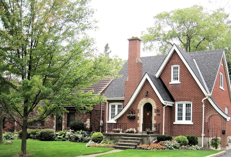 ¿Qué es más económico, donar una vivienda o dejarla en herencia?