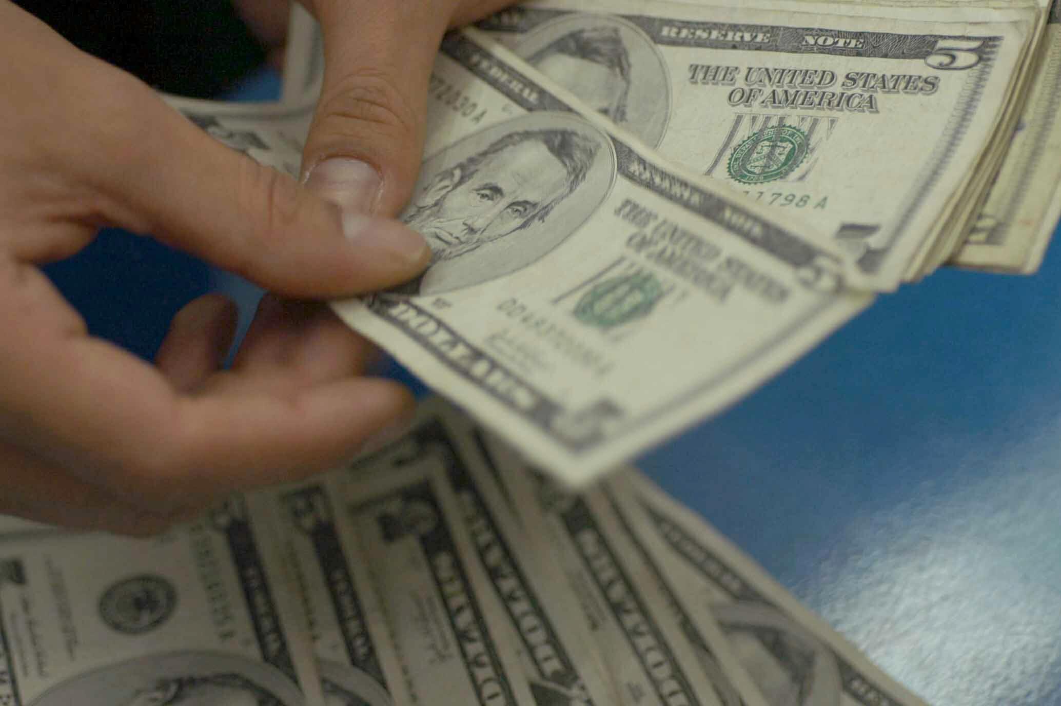 ¿Metales preciosos para respaldar divisas?