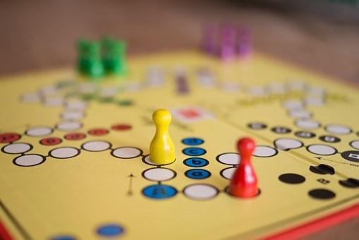 10 consejos para enseñar a tus hijos a ahorrar. Usa los juegos de mesa a tu favor.