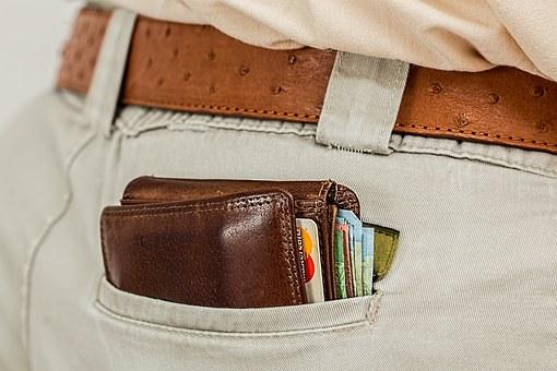 Ahorrar e invertir: ¿Cómo gestionar tus ingresos?. Gasta menos de lo que ganas.