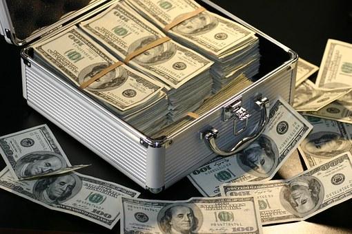 Ahorrar e invertir: ¿Cómo gestionar tus ingresos?. Ahorro e invierte