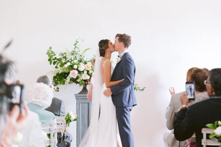 First kiss ta wedding