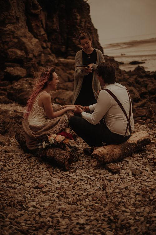 Intimate beach elopement wedding pictures by Esme Whiteside Photography