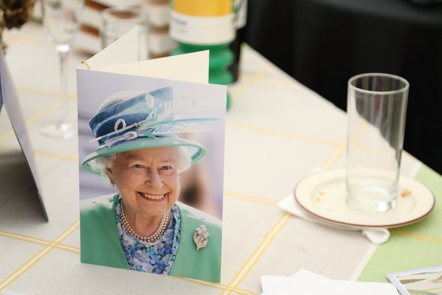 letter form the queen at 100th birthday party photography