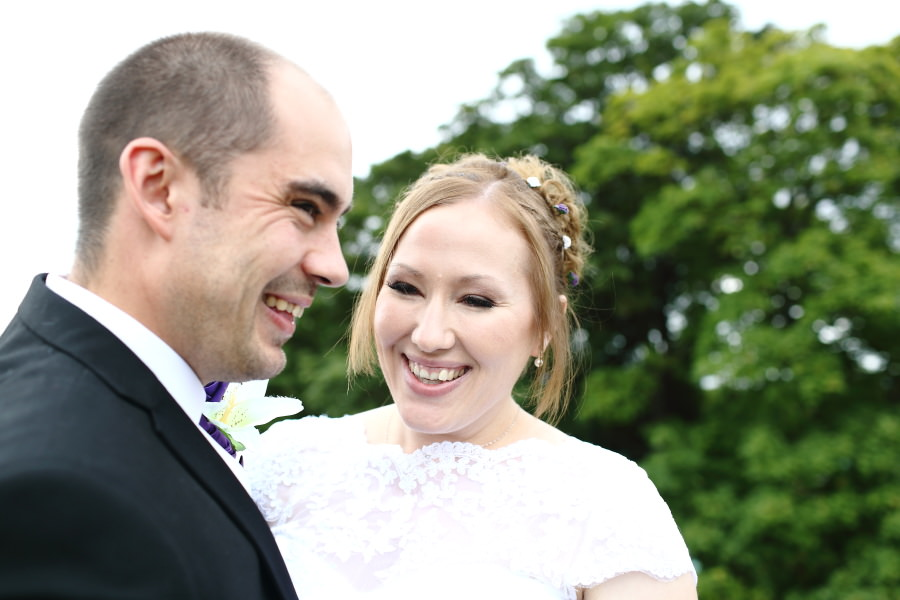 natural authentic wedding photography at shire hall, cambridge