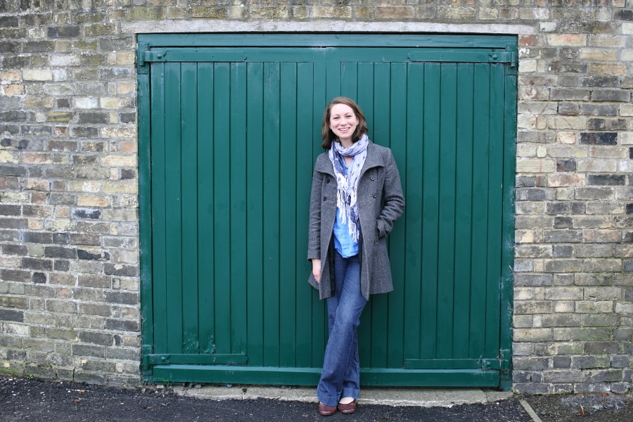 green door at cambridge portrait photo shoot