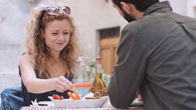 Young couple eating alfresco
