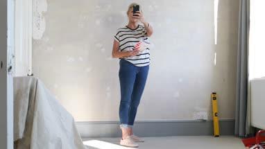 Mature female using visualiser room application