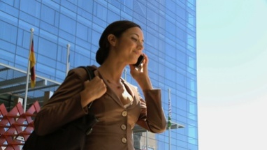 MS PAN OF A BUSINESSWOMAN ANSWERING HER CELL PHONE