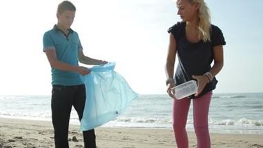 teen-clean-beach